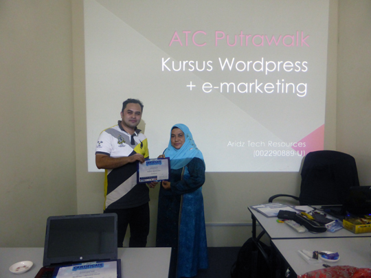 kursus-bina-website-internet-business-marketing-online-sifu-aridz-mazelan-abas-passive-income-internet