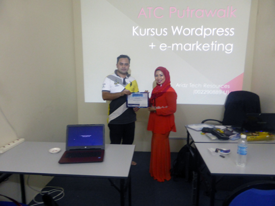 kursus-bina-website-internet-business-marketing-online-sifu-aridz-mazelan-abas-passive-income-marketing