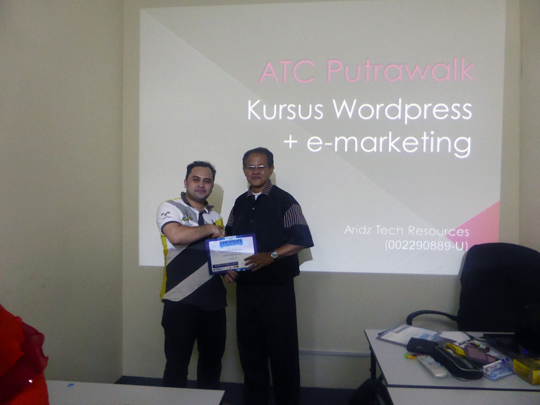 kursus-bina-website-internet-business-marketing-online-sifu-aridz-mazelan-abas-passive-income-mudah
